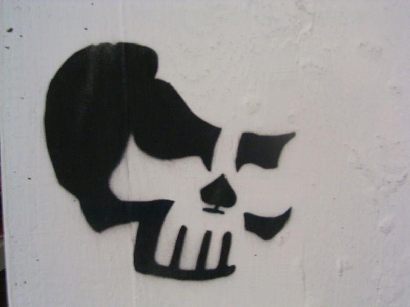 Skull stencil by pauloxtr3m