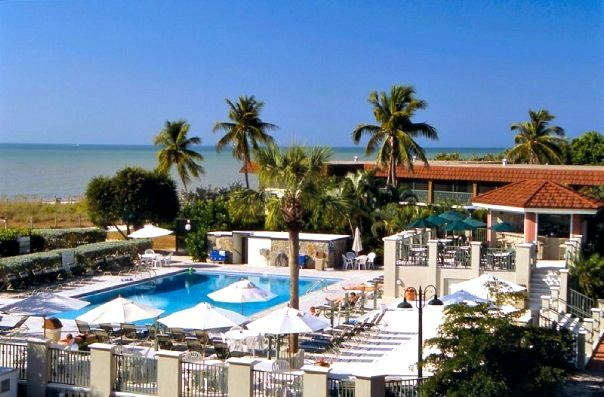 Sanibel Island Hotels: Palm-bordered Pool At The West Wind Inn On Sanibel Island