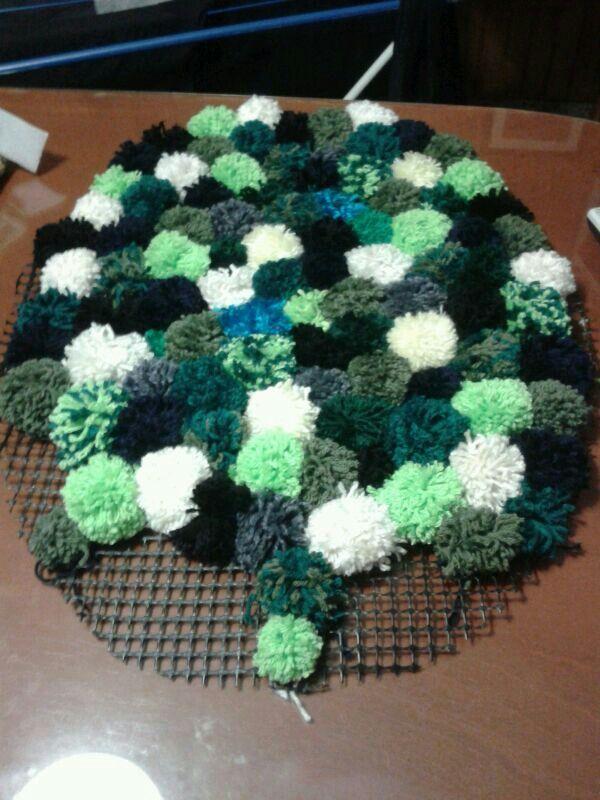 Mi propia alfombra de pompones ideas pinterest - Alfombra de pompones ...