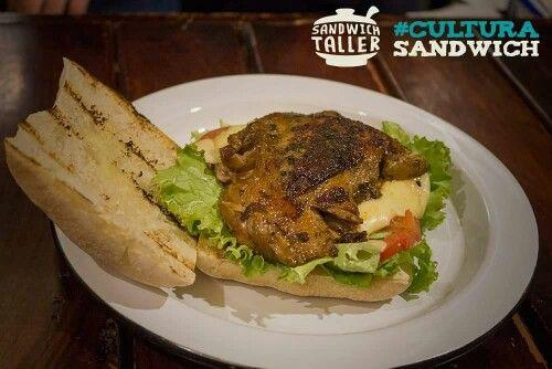 Sandwich de pollo asado DOMINGUERO #Colombiano @sandwich_taller Cultura Sandwich