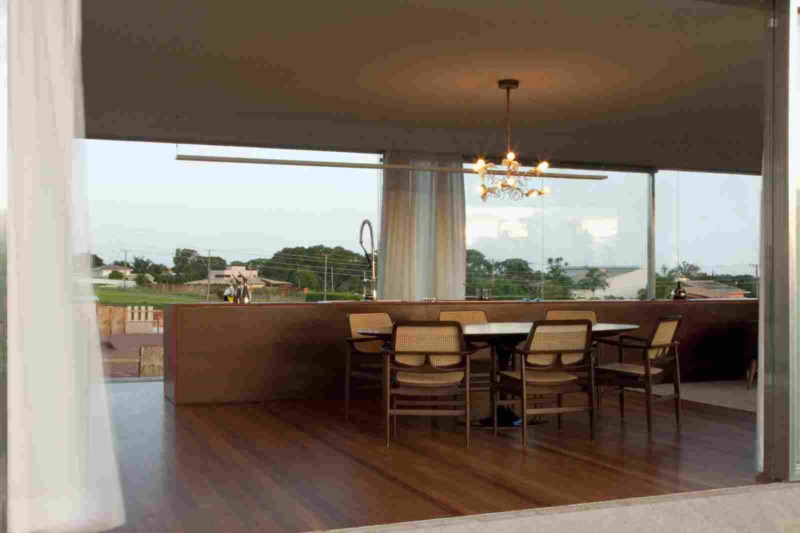 Современный дом с террасой и бассейном в Бразилии