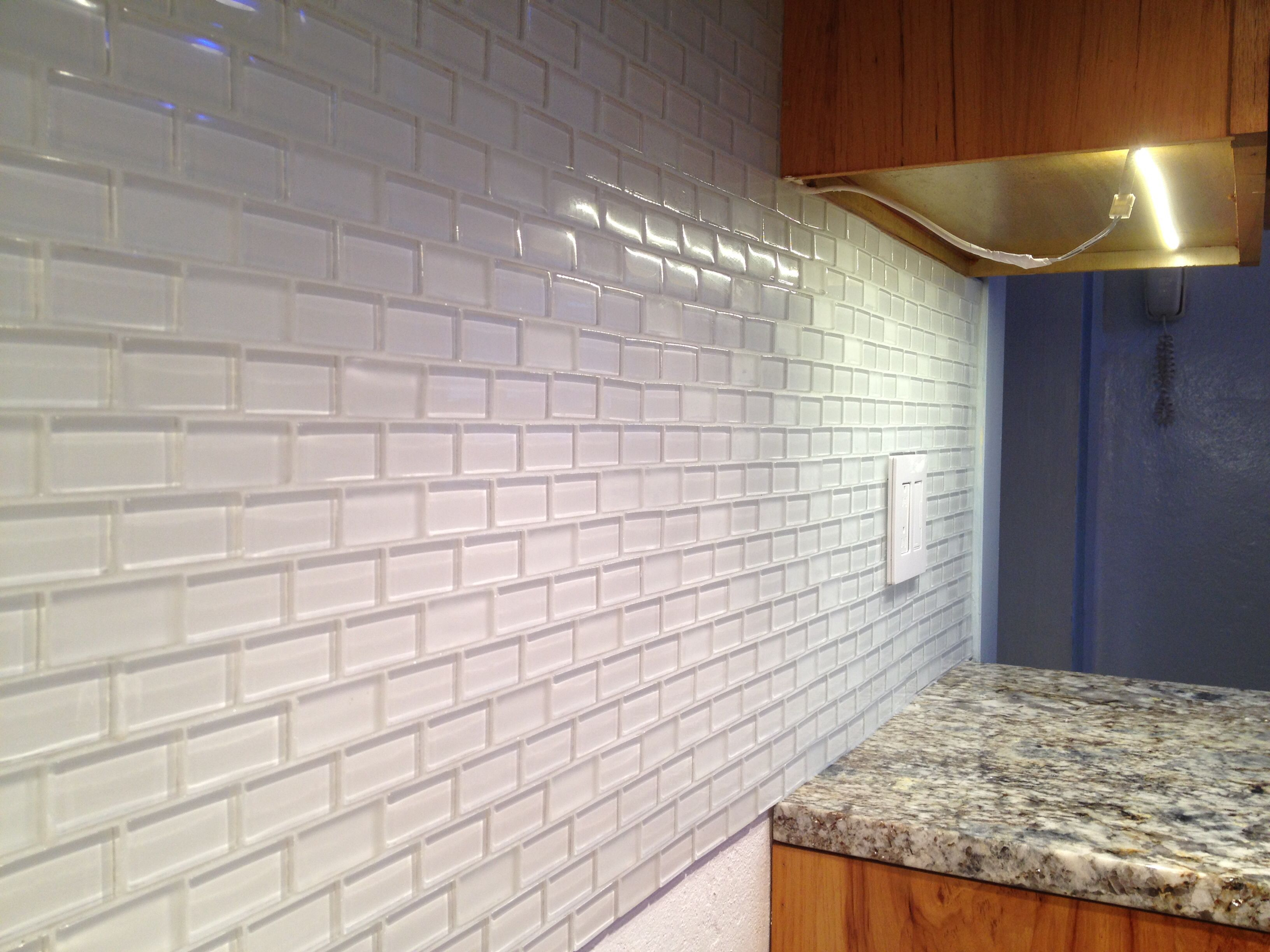1x2 Glass Tile By Pure In Snow Brick Mix Color Set With Laticrete Glass Tile Adhesive Grouted With Bostik R Glass Tile Backsplash Tile Backsplash Glass Tile