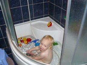 Small Corner Tub For Small Bathroom.
