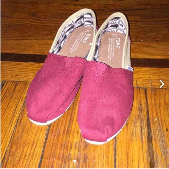 Toms shoes Never use new toms shoes TOMS Shoes Flats & Loafers