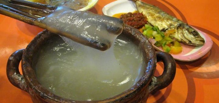 Tahukah Sobat Papeda Merupakan Makanan Pokok Dan Khas Papua Yang Terbuat Dari Sagu Berwarna Putih Bertekstur Leng Makanan Resep Masakan Indonesia Makanan Enak