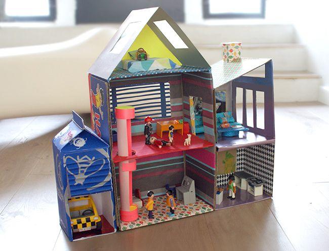 Lulusuperglu une maison en carton pour playmobil bricolages de lulusuperglu - Maison en bois playmobil ...
