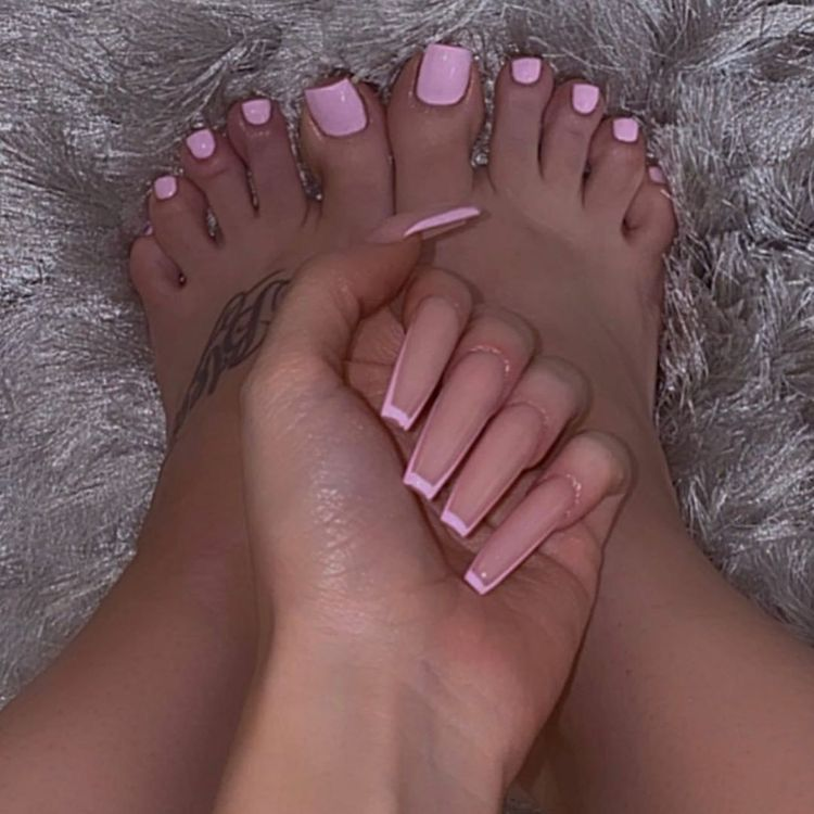 @𝚋𝚕𝚡𝚜𝚜𝚒𝚗𝚐𝚐𝚡 – Long acrylic nails