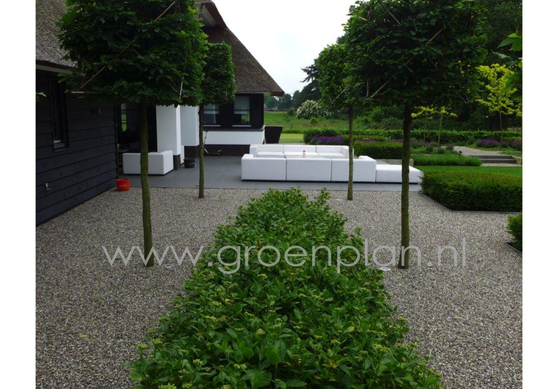 Moderne landelijke tuin bij eigentijds landhuis groenplan