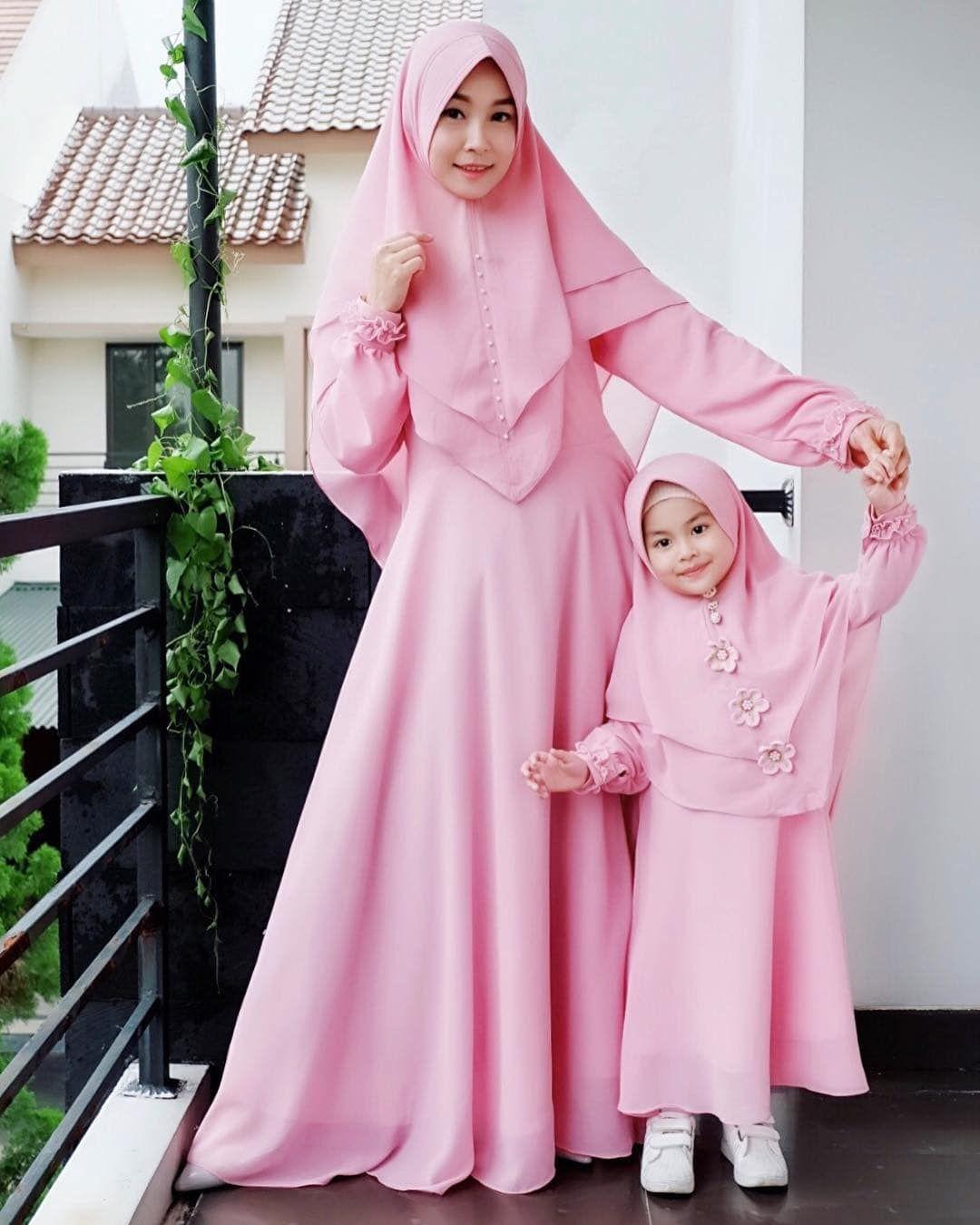 12+ Model Gamis Couple Ibu dan Anak Perempuan Terbaru 12  Gaun