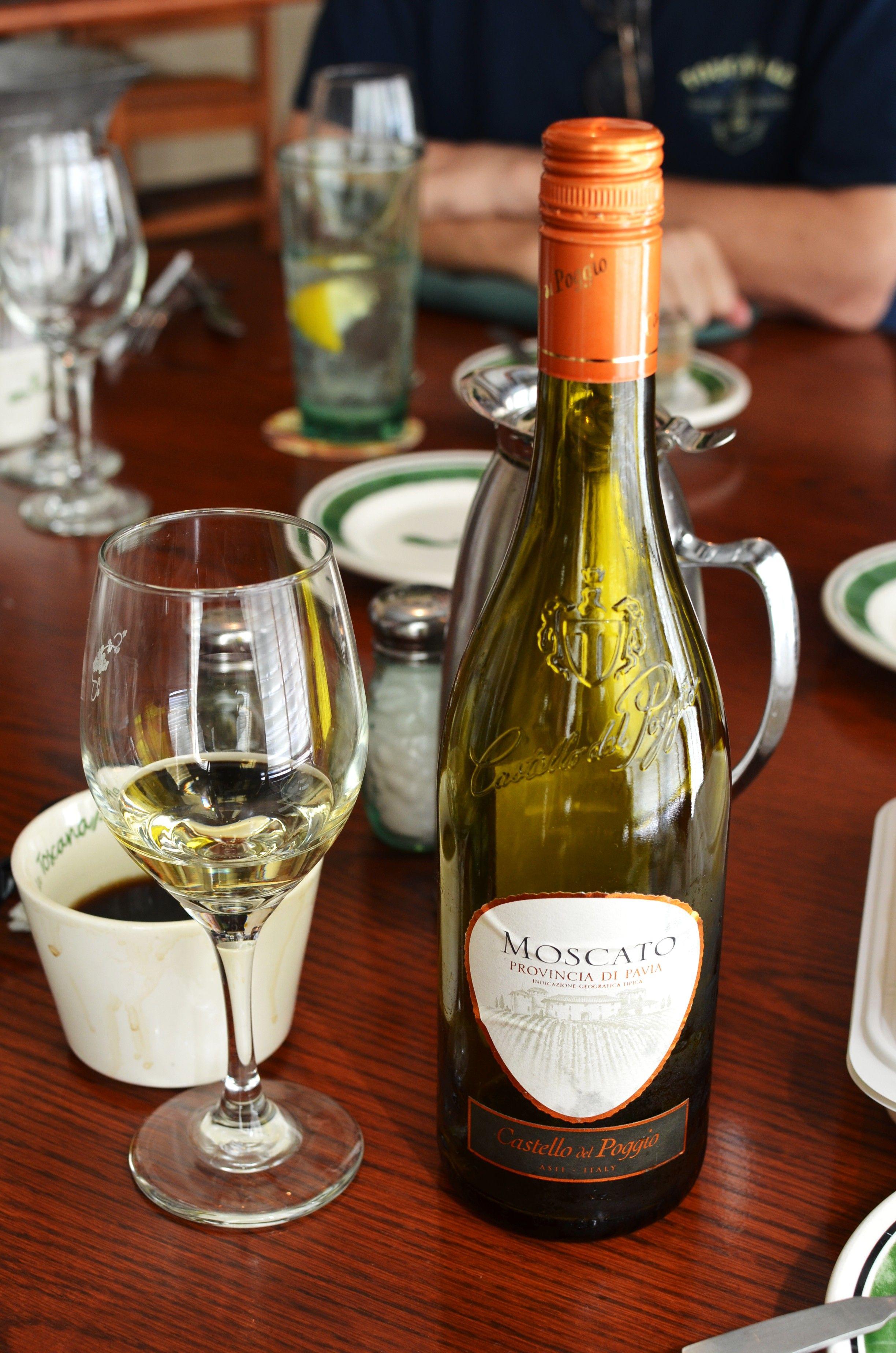 moscato castello del poggio provincia di pavia sweet white wine castello del poggio moscato is