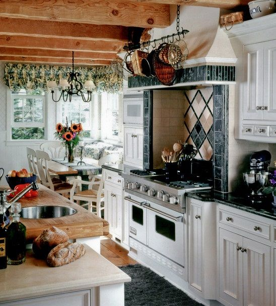 English Kitchen Design: Intricate English Cottage Design In Classic Interior: Rustic Country Style Kitchen Design Old