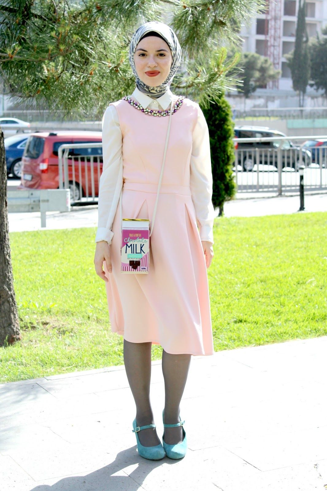 Vintagonista vintage Blog: outfit featuring a Mendel's theme with a pink  midi dress, teal