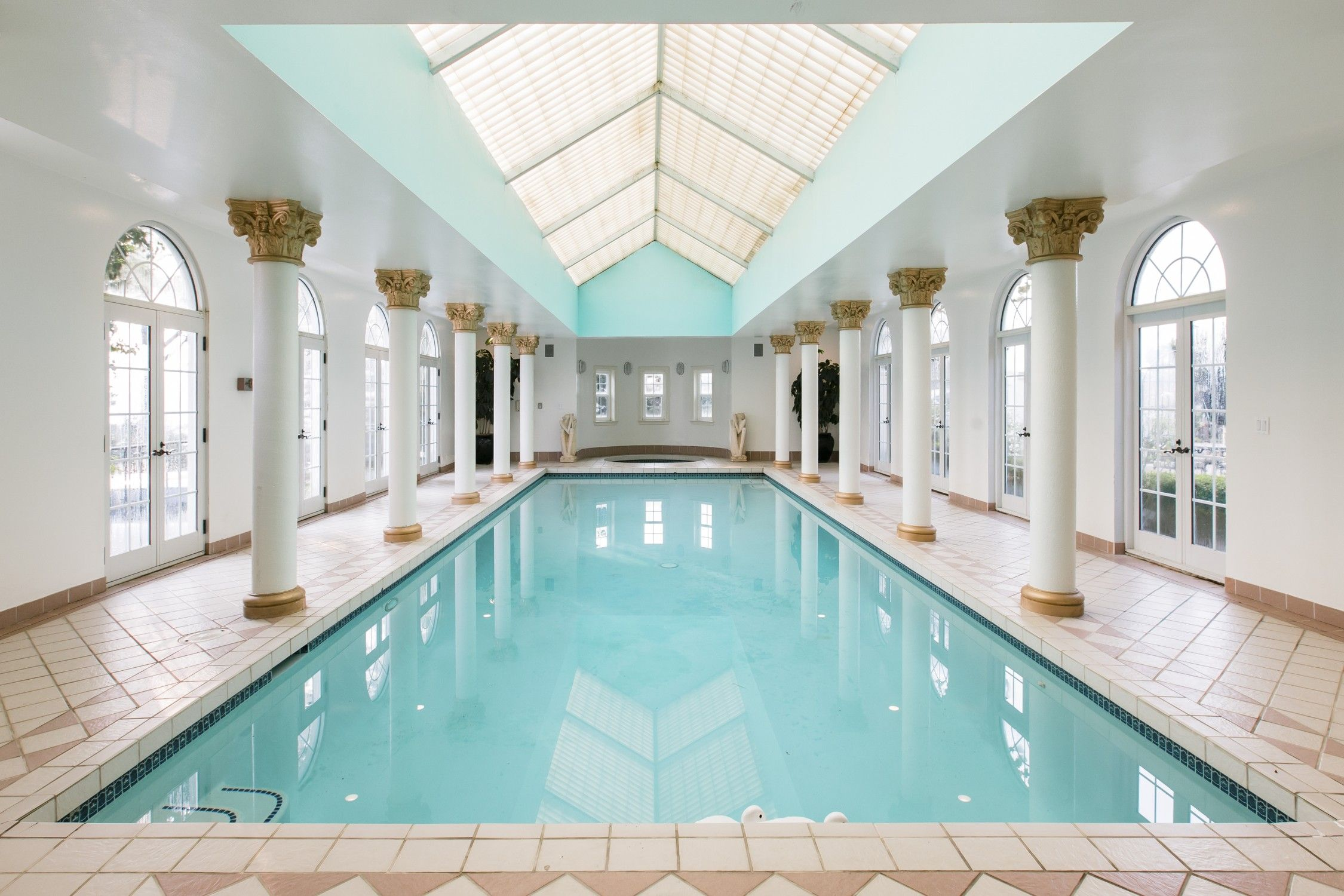 Palatial Estate With Views Gardens Indoor Pool Houses For Rent In Belvedere Tiburon California U With Images Indoor Pool House Pool Houses Renting A House
