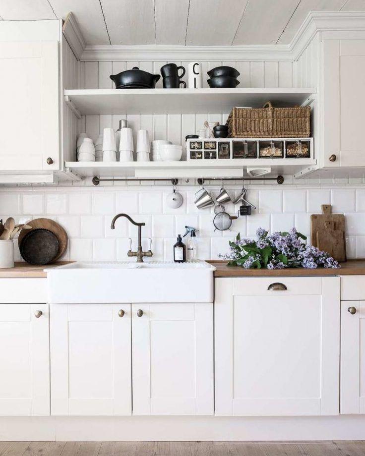 Cuisine Blanche 25 Idees Deco Pour S Inspirer Cuisine Rustique Chic Idee Amenagement Cuisine Cuisine Blanche