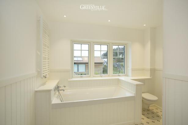 Greenville panels im bad sehen sehr edel aus dazu englische fliesen mit streublumenmuster - Englische badezimmer ...