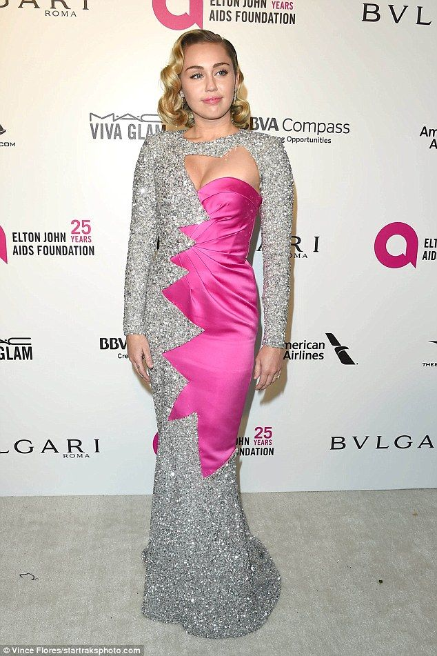 Hollywood glam: a primera hora de la noche, Miley brilló en la 90ª ...