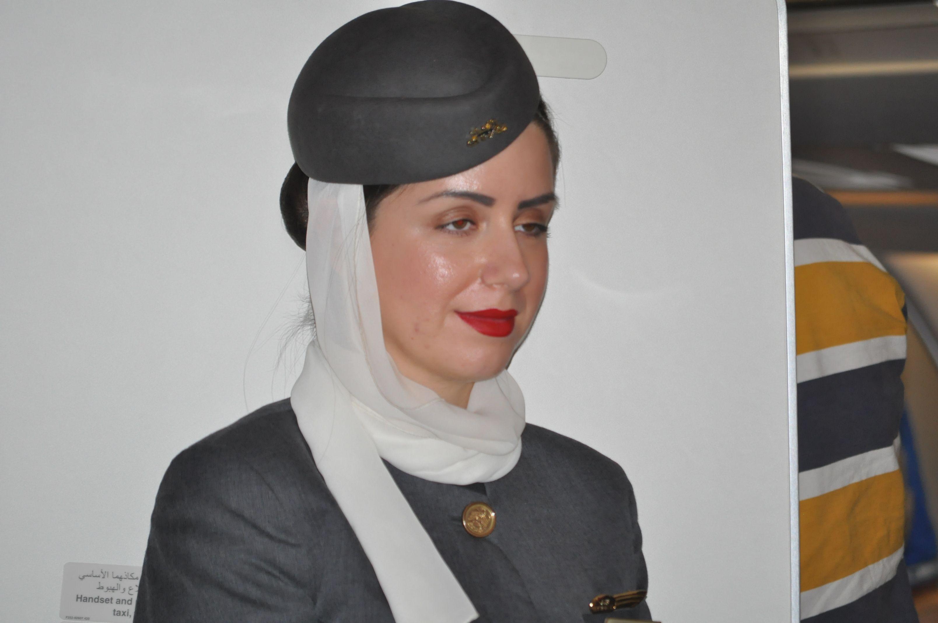Tiếp viên Etihad Airways.