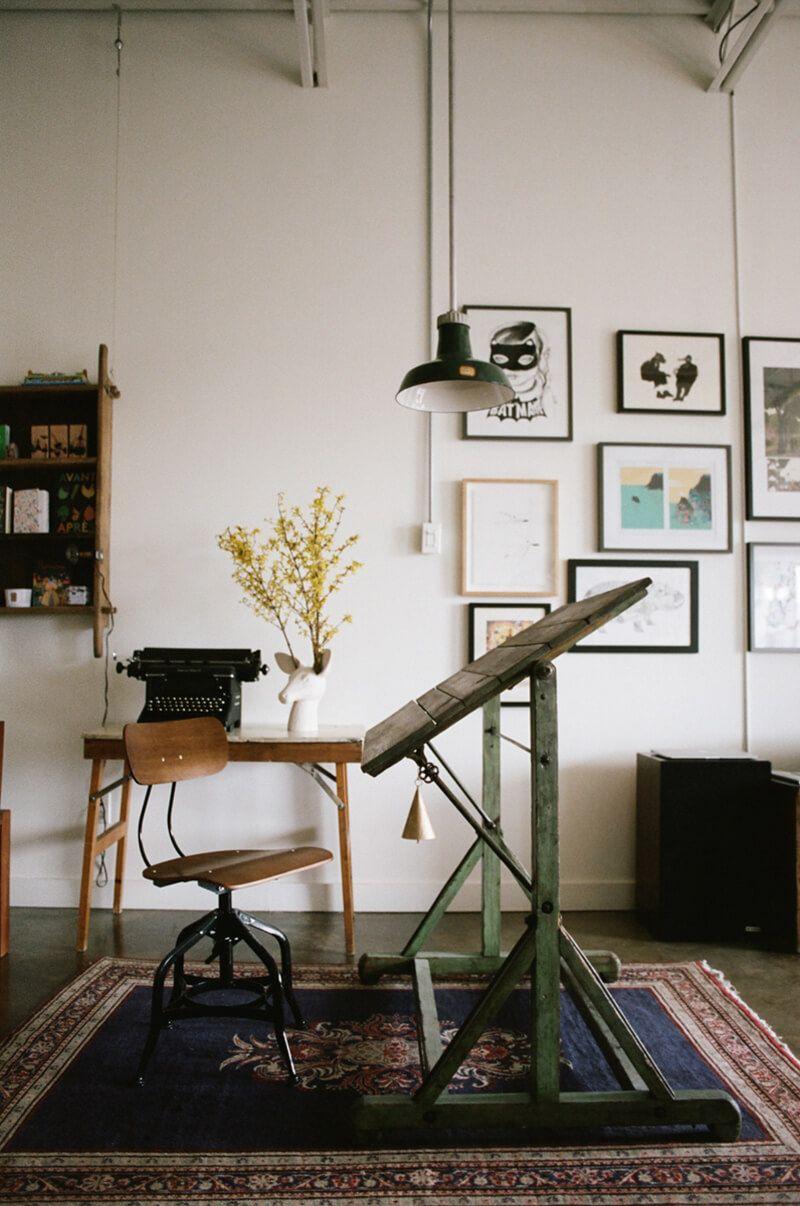 Le Loft Atypique De Sayeh A Montreal Part 1 Frenchy Fancy Decor De Bureau A Domicile Table A Dessin Deco Maison