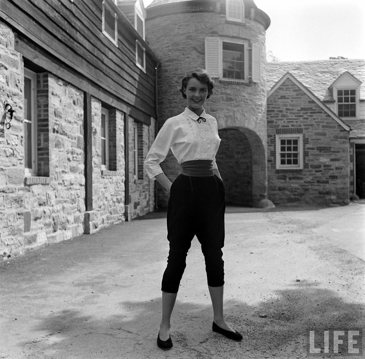 03ad7479a0a1f 1950 college fashion ( photo by Nina Leen)--I want to rock pants this well