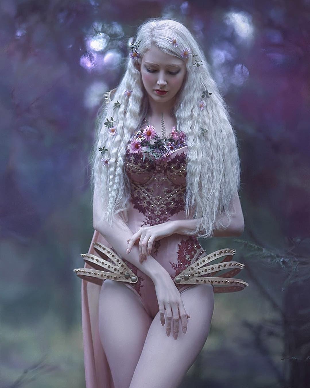 "A.M. Lorek Photography auf Instagram: ""# Rückfall von meinem Shooting mit @mariaamanda_official :) Kostüm @royalblack_couture #agnieszkalorek #digitalpainting #fantasy # fairy …"""