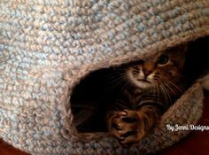 By Jenni Designs: Free Crochet Pattern: Marley's Cat Cave (or Bed)