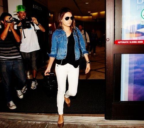 Mila Kunis - white skinny jeans + black slub tee + jean jacket + aviators.