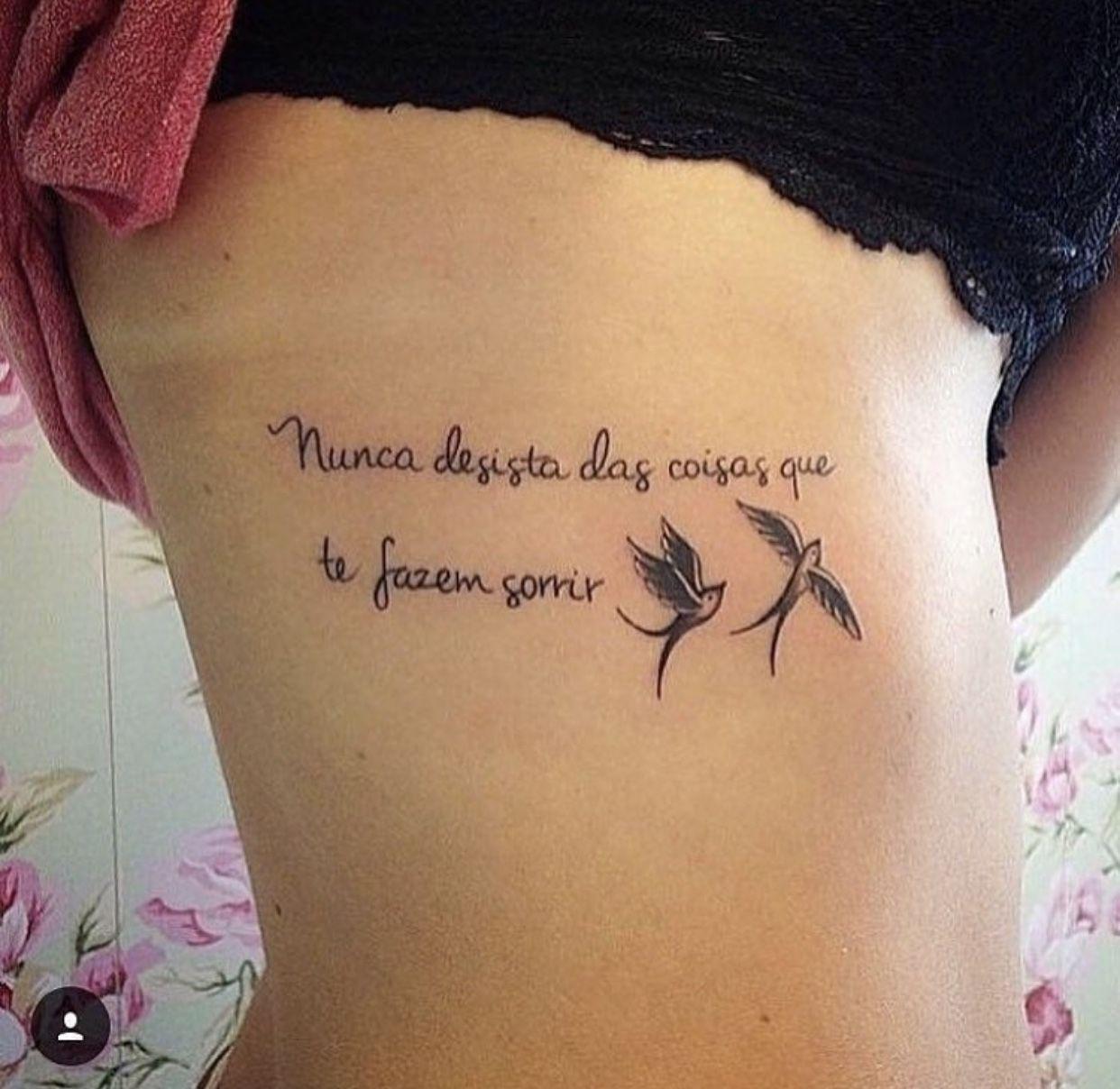 Pin de Naz Tanı em Karanlık Tatuagem, Tatuagem feminina