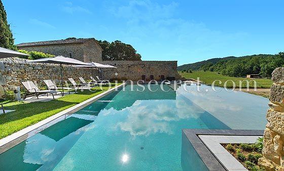 Piscine à débordement avec vue splendide sur la campagne - location vacances provence avec piscine