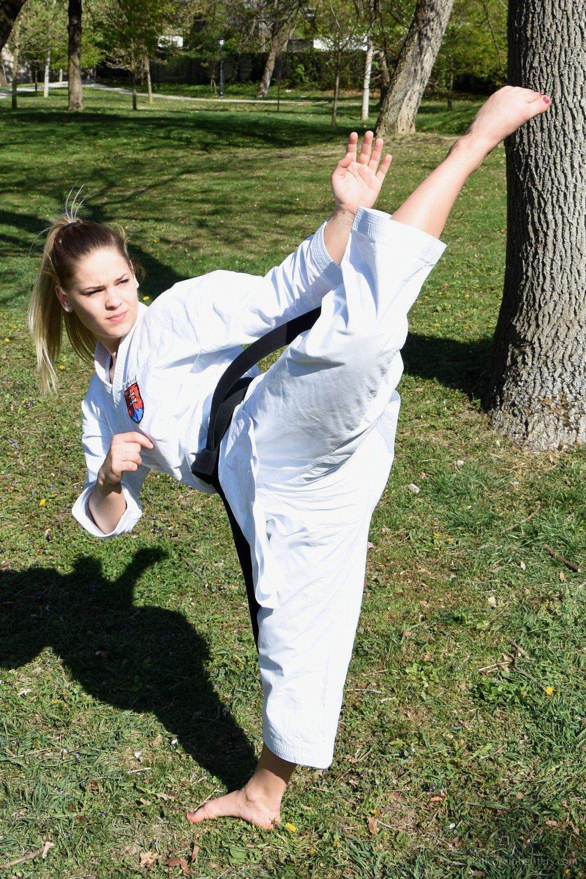 Pin By Tuu Bouknight On Karate Martial Arts Girl Martial Arts Women Female Martial Artists