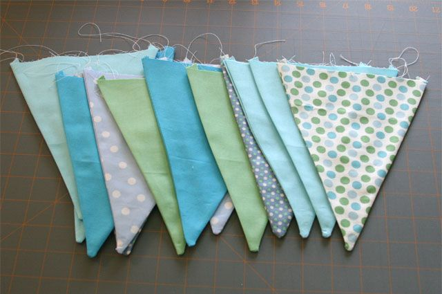 How to make fabric bunting - I've been meaning to do this for a while now.