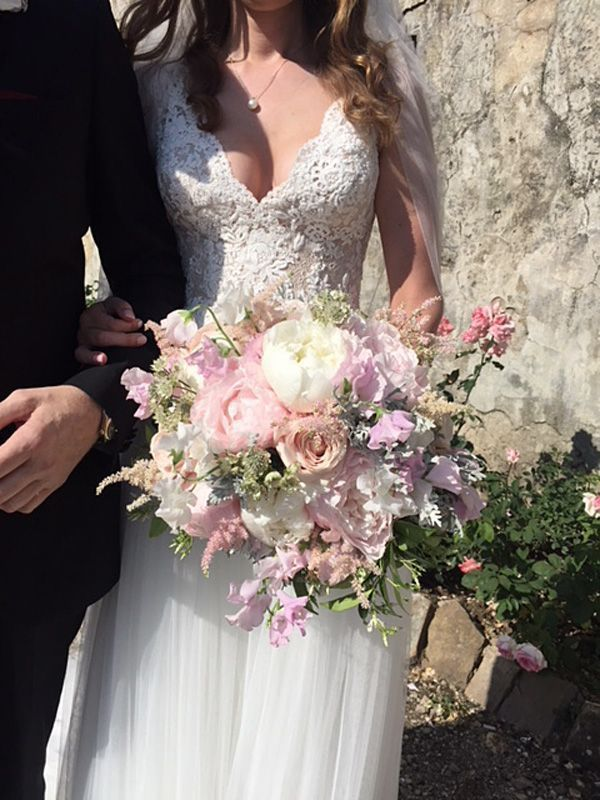 Bouquet with white and pale pink peonies, pale pink roses, white astrantia, pale pink astilbe, white and pale pink sweet pea. Event Planner : Wedding Italy. #astilbebouquet Bouquet with white and pale pink peonies, pale pink roses, white astrantia, pale pink astilbe, white and pale pink sweet pea. Event Planner : Wedding Italy. #astilbebouquet Bouquet with white and pale pink peonies, pale pink roses, white astrantia, pale pink astilbe, white and pale pink sweet pea. Event Planner : Wedding Ital #astilbebouquet