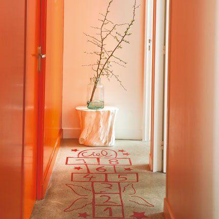 une chambre une salle de bain et une cuisine dans une bo te heavens corridor and interior. Black Bedroom Furniture Sets. Home Design Ideas