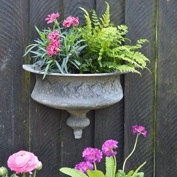Awesome Rustic Garden Wall Planter