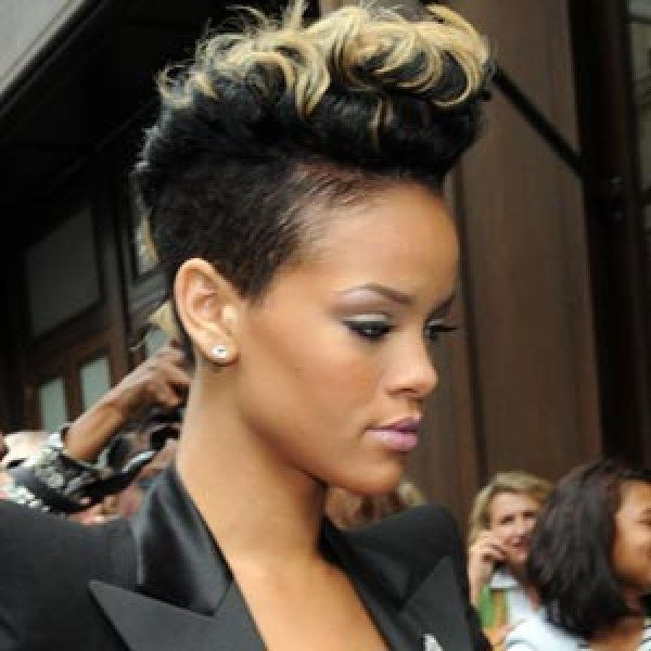 Blonde Tips Best Rihanna Hairstyles