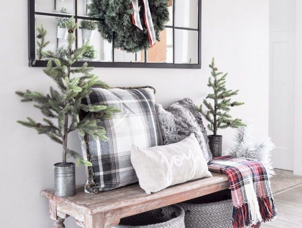 50 Comfy Christmas Entryway Decor Ideas Christmas Entryway