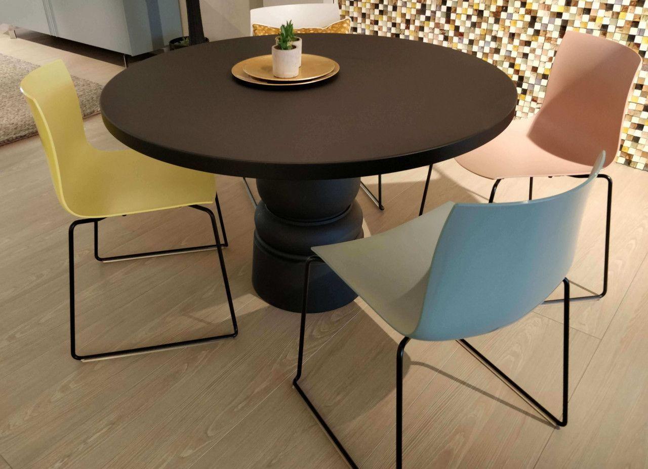 Esstisch Container Von Moooi Tisch Rund Schwarz Esszimmer Schonerwohnen Interiordesign Lifestyle Stuhl Homedecor Tisch Schoner Wohnen Esstisch