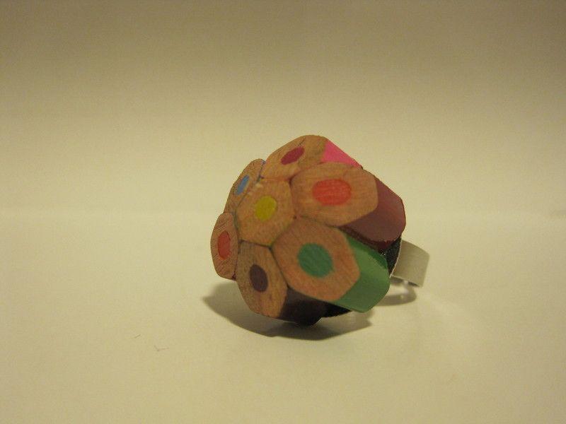 Anillo de lápices de colores cortos. Color: multicolor. Tamaño ajustable.