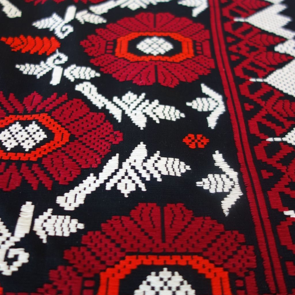 Sari Songket nr:15072 Black background with living white, maroon and red design