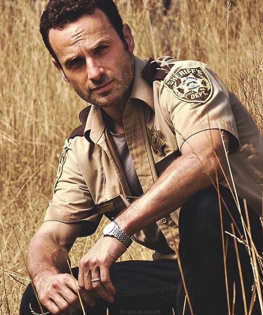 Sheriff Rick Grimes #TheWalkingDead #officerfriendly #rickgrimes #andrewlincoln #season1 #throwback #like4like #follow4follow #twd by thewalkingdead_dailythangs