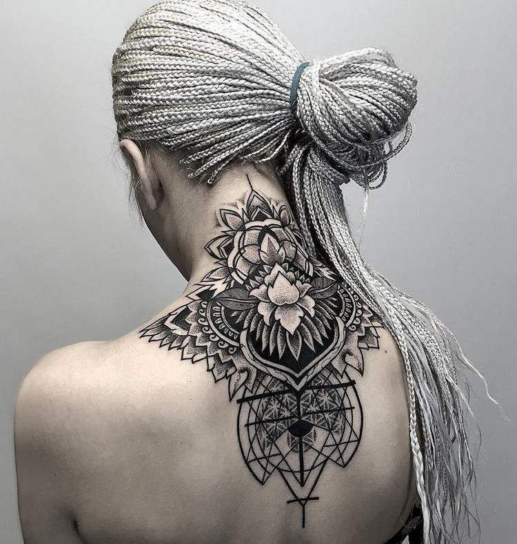 Tatouage Geometrique A Motifs Mandala Femme Nuque Et Dos