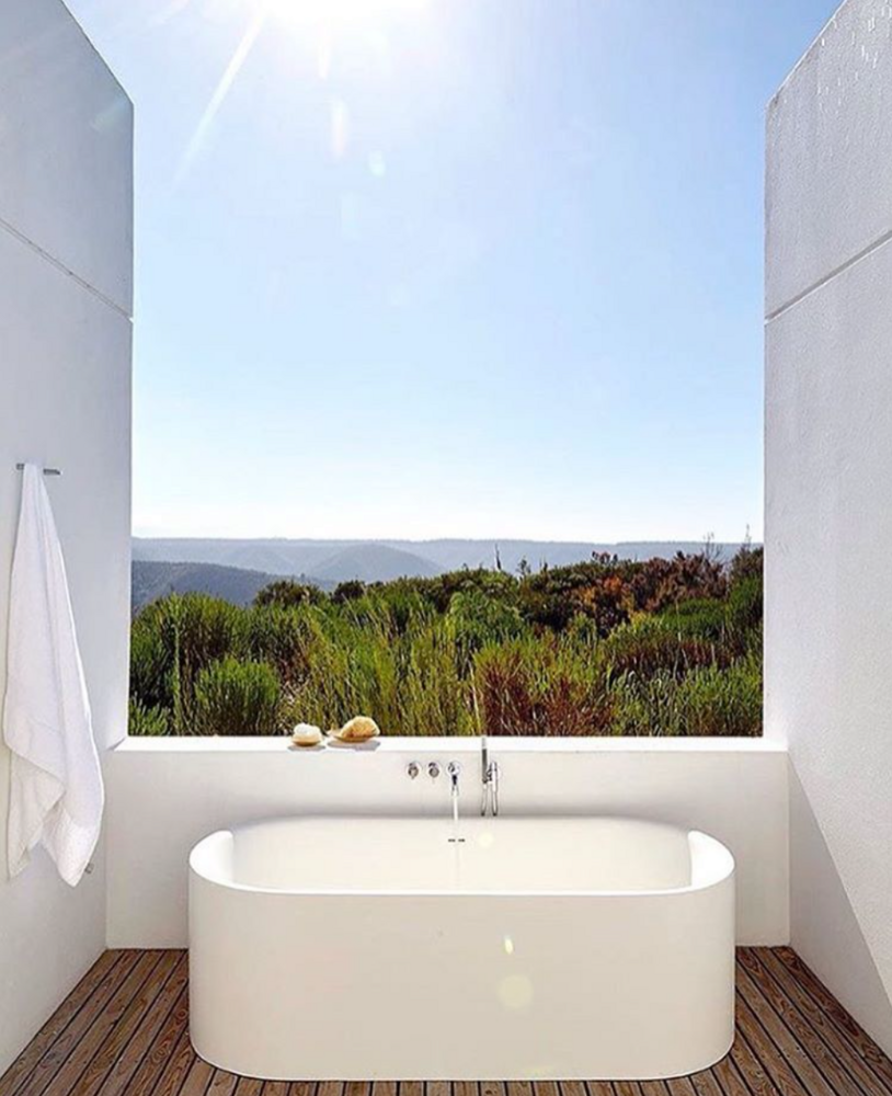 A window? In the bathtub? No problem. These luxury bathtubs have ...
