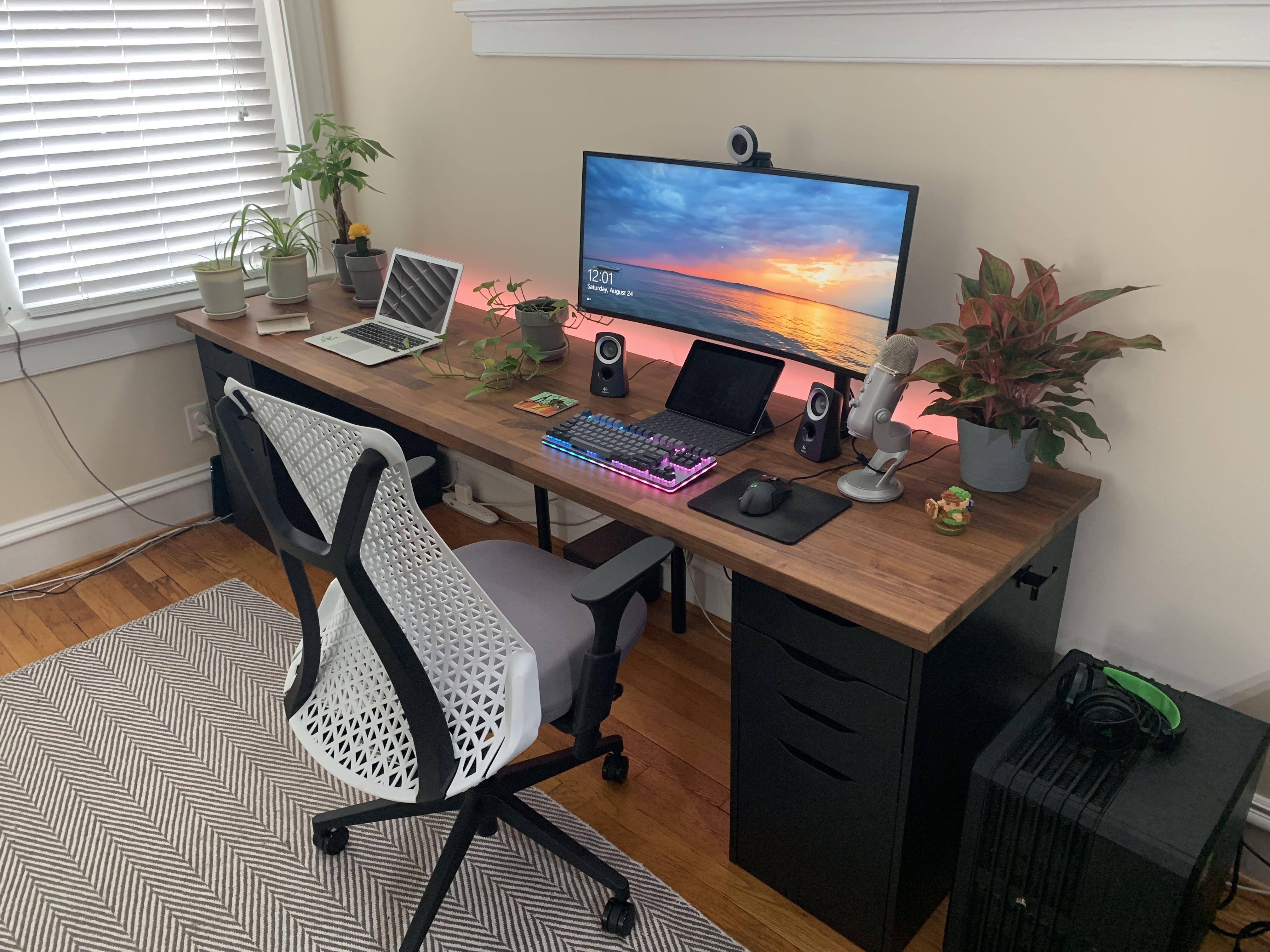 My PC Mac Setup! Gaming room setup, Mac setup, Simple