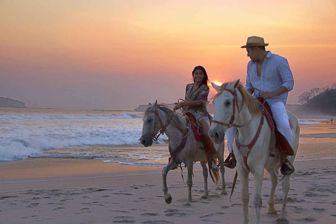 Horseriding On The Beach At Dusk Photo By Pinnacleworldwidecouk Afrika Et Tour Le Morne Horseback Riding