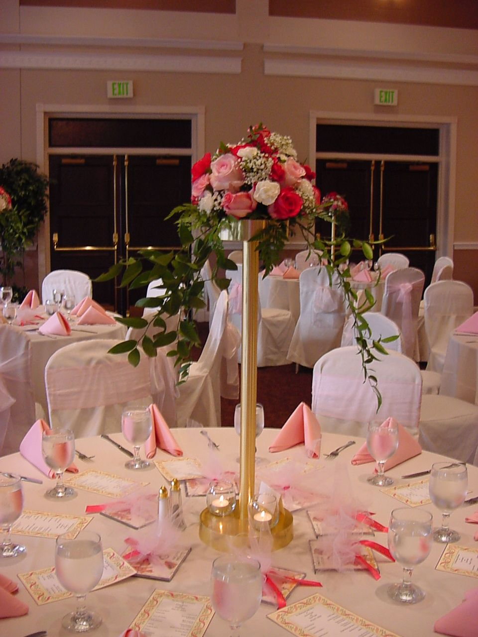 Head table centerpieces reception decorations photo for How to decorate tables for wedding reception