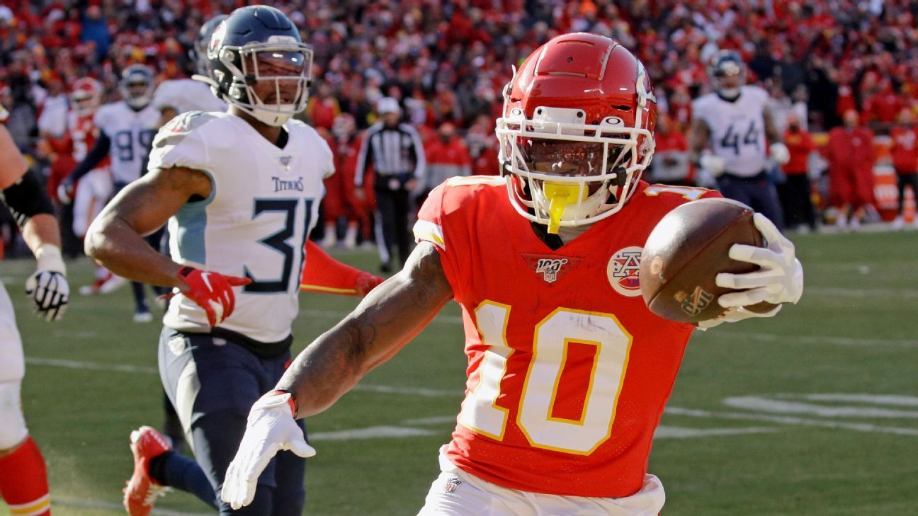 Tyreek Hill scores two firsthalf touchdowns for Chiefs in