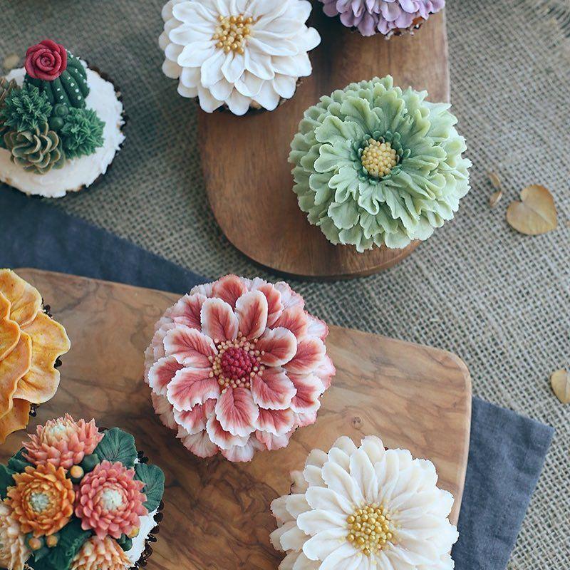 "867 Likes, 17 Comments - 요리🍽꽃🌷식물,🌵러시안블루 집사😺 (@d.storycake) on Instagram: ""#cupcakes #dessert #flowercake #delicious #sweet #디저트 #컵케이크 #플라워케이크 #꽃스타그램 #달달 #케이크 #일상 #데일리그램 #예쁘다…"""
