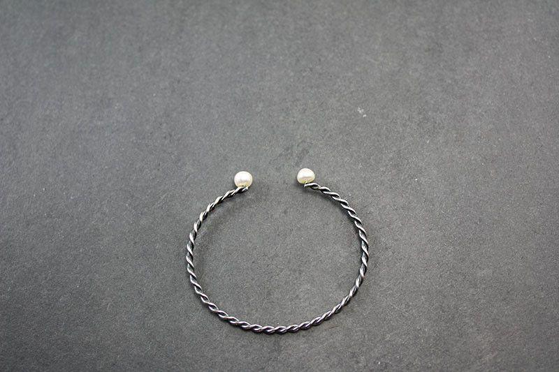 Tarnished Twist Silver Bracelet - Swarovski Pearls from Camélia