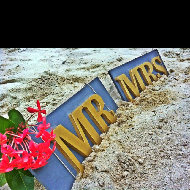 Mr & Mrs signs I made #wedding #DIY #photoop