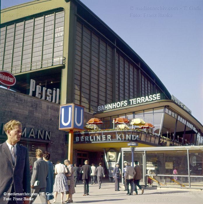 Erlin 1960er Am Bahnhof Zoologischer Garten Mit Den Bahnhofsterrassen Berlin Berlin Stadt Berlin Geschichte