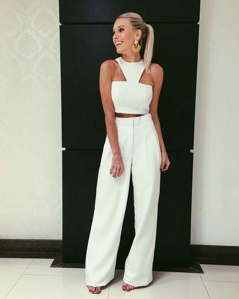 322e5a9bb Bianca Petry, top cropped branco, calça de alfaiataria pantalona branca.  Look total white, todo branco.